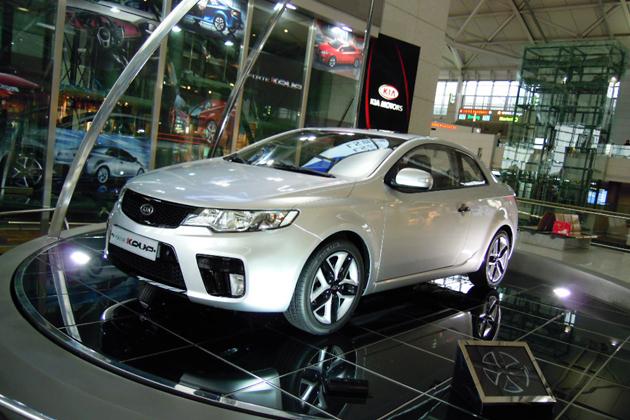 空港に展示してあった現代-起亜自動車の新型車
