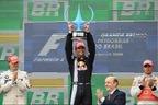 ブラジルGP優勝のM.ウェバー(レッドブル)