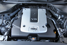 V型6気筒2.5リッター VQ25HRエンジン