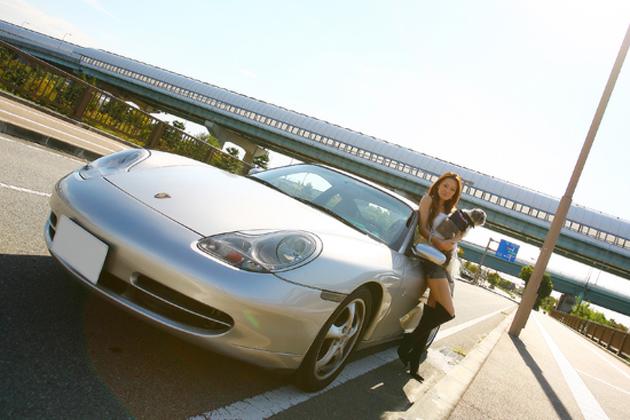 今井優杏の「自動車美人」/中村悦子
