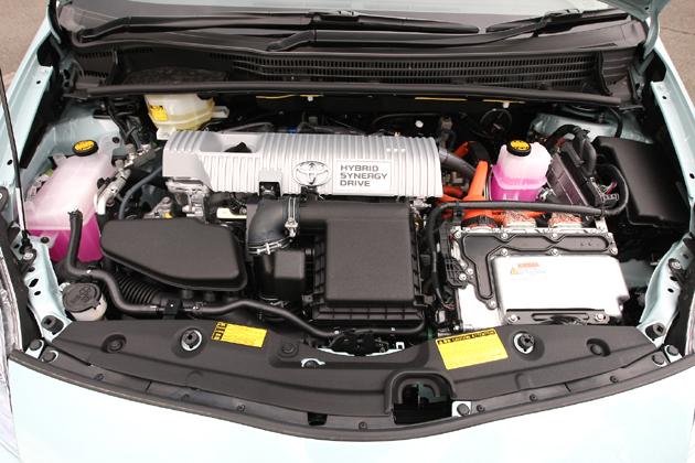 トヨタ プリウスのエンジンルーム