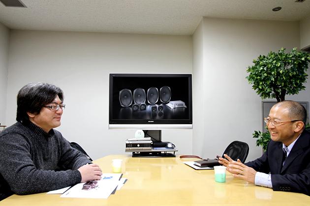 (左)AV評論家の野村ケンジ氏/(右)BOSE 中口豊氏