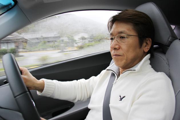 ホンダ CR-Zを試乗する松田秀士氏
