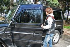 新田守男選手と愛車のメルセデス・ベンツ G55 AMG
