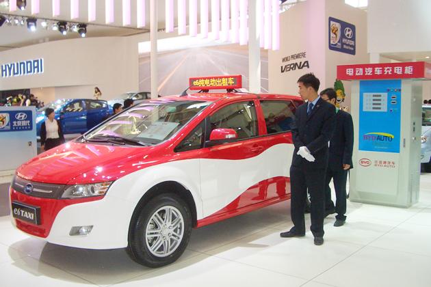 BYDの電気自動車「e6」タクシー