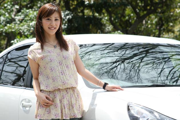 竹澤友美さんと愛車のレガシィ B4