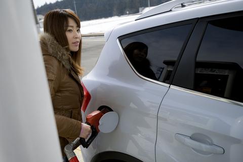 何リッター入ったかな? クーガのカタログ燃費は8.5km/リッター(10・15モード)。意外と燃費もいい。しかもレギュラーガソリン仕様だから経済的にもうれしい。