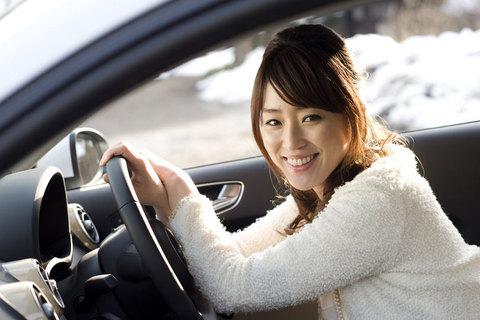 「いま、ナビとお話してたの」と舞さん。試乗車には、音声認識型のナビゲーションシステムが搭載されている。
