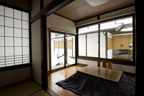 隠れ家的にゆっくりくつろげる和の空間。