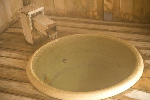 湯船でくつろいで、日常を忘れて…。