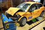ボルボの電気自動車の衝突試験車両。「超小型モビリティ」の動力性能は、こうした衝突試験との兼ね合いが大事