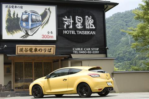 目的地の温泉旅館こと、箱根は堂ヶ島にある温泉旅館「対星館」。私設の渓谷電車に乗って行く、ちょっと不思議な温泉宿だ。http://www.taiseikan.co.jp/