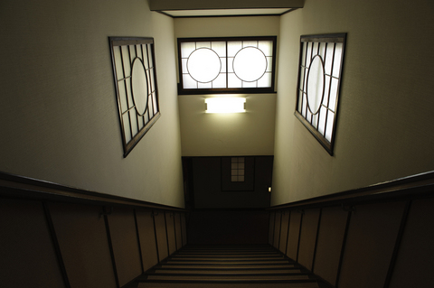 館内の意匠も揃えられていて、大正時代のモダン建築を彷彿とさせる。そんな時代に生きていないのに、なぜかとても懐かしい気分にされられる。