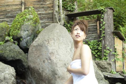 昼間から温泉。身も心も開放されて、自然の風がさらに癒しを与えてくれる。
