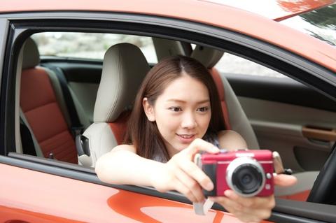 全ての思い出は、このカメラに撮っておくの。真衣奈さん、その前にこっちのカメラ向いて・・・。