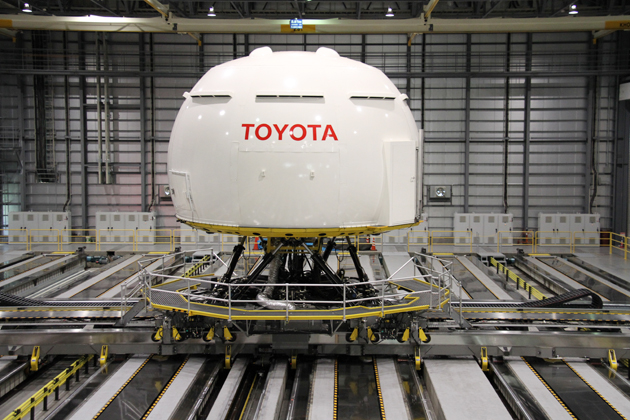 世界最大規模を誇るドライビングシミュレーター