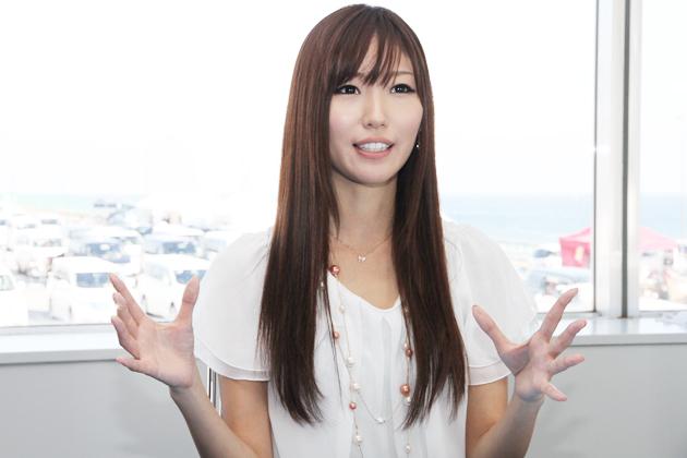 インタビューに答える美波 千夏