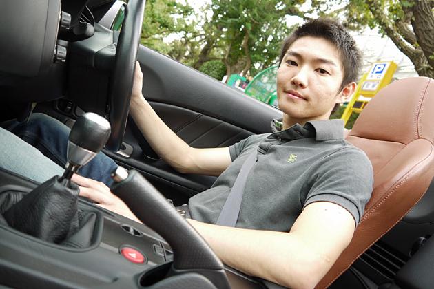 中嶋大祐選手と愛車のホンダ S2000