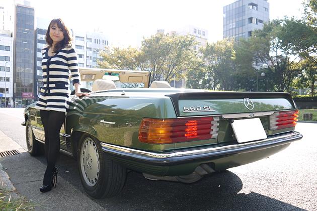 戸田早苗さんと愛車のメルセデス・ベンツ 560SL