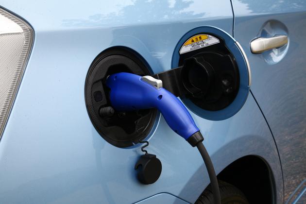 燃費はなんと「61.0km/L」!トヨタ プリウス PHV(プラグインハイブリッド) 新型車解説