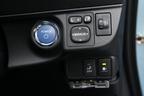トヨタ アクア(AQUA)運転席右下部のスイッチ類[Sグレード・内装色:クールブルー/シート表皮:S用ファブリック]
