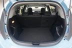 トヨタ アクア(AQUA)ラゲッジルーム[Sグレード・内装色:クールブルー/シート表皮:S用ファブリック]